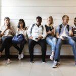 Jongeren met smartphones
