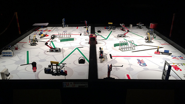 FIRST LEGO League - battle van zelfgemaakte robots