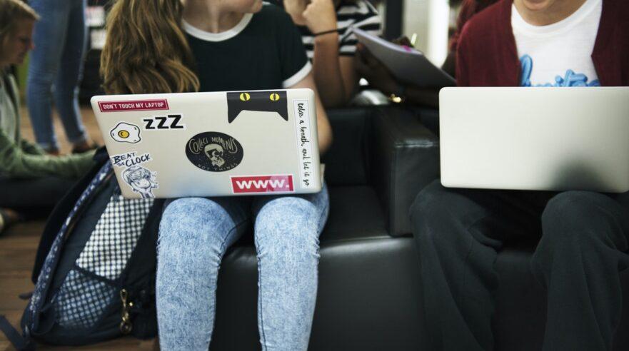 digitale-vaardigheden-sleutelrol-leren-meedoen-kansen-benutten