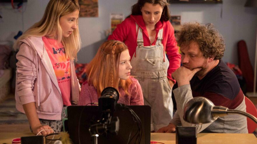 Caught in the Net: actrices en filmmaker op de set