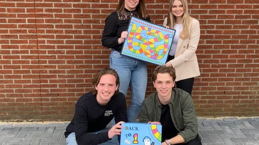 De studenten van LaicosGames met het spel 'Back to 1 Hour'