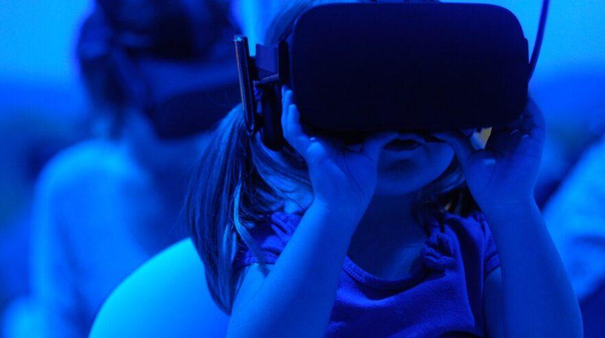 Kinderen met VR bril op mediawijsheid